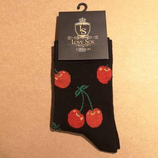 Love Sox | Zwarte sokken met rode kersen