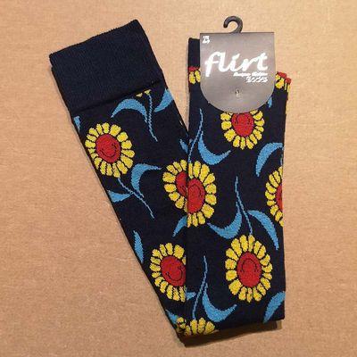 Flirt | Overknee sokken donkerblauw met zonnebloemen