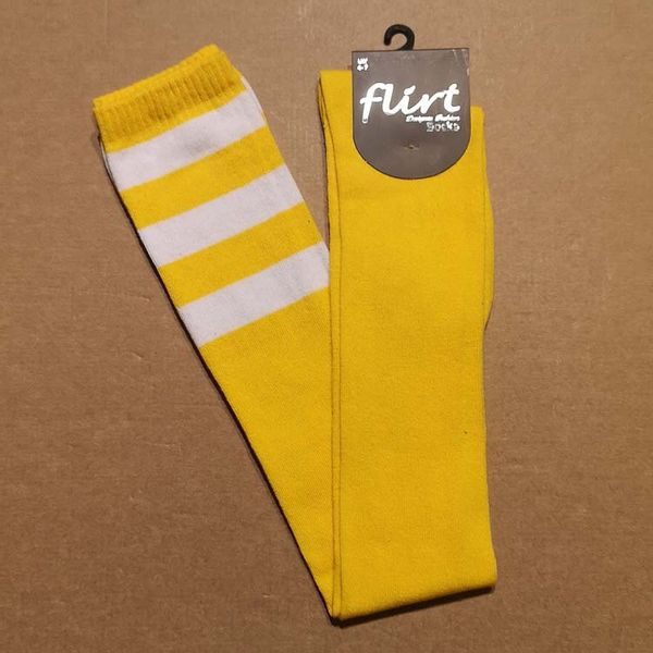 Flirt   Gele overknee sokken met 3 witte strepen