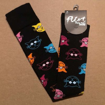 Foto van Flirt | Overknee sokken zwart met gekleurde kattenkopjes