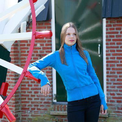 Foto van ATO Berlin | Blauwe sportjas Nel met blauwe biezen