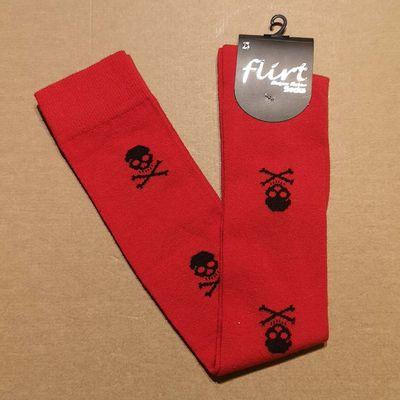 Foto van Flirt | Overknee sokken rood met zwarte skulls