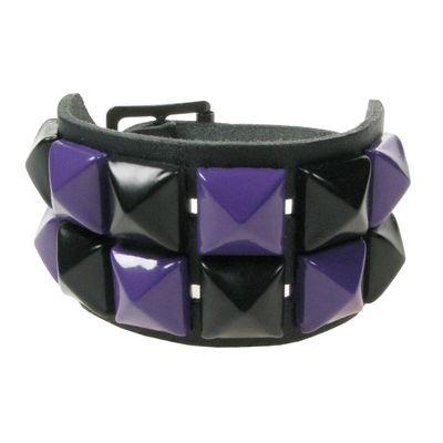 Foto van Bullet69 | Brede leren armband zwart met zwart paarse pyramide studs