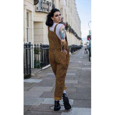 Foto van Run & Fly | Ribcord tuinbroek met naturel luipaard print, unisex