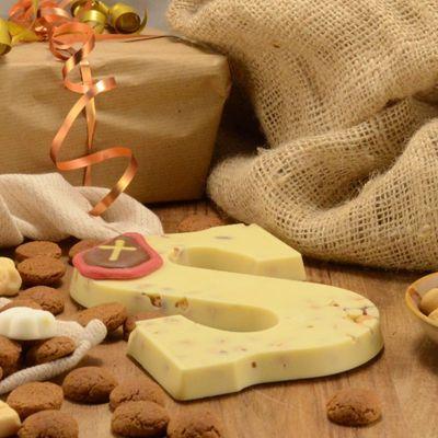 Foto van Chocoladeletter wit met hazelnoot